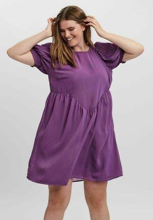 MIDIKLEID ÄRMEL - Day dress - concord grape