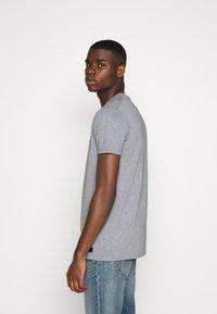 AMICCI - FLORENCE - Print T-shirt - grey - 2