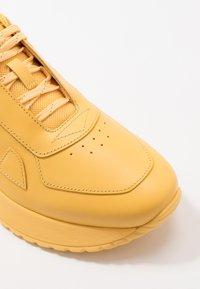 HUGO - ATOM RUNN - Sneakers basse - open yellow - 5