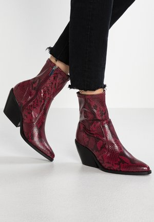MISSION WESTERN - Cowboy/biker ankle boot - red