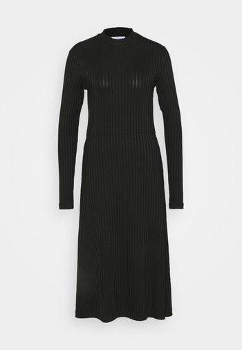 HONOR - Žerzejové šaty - black