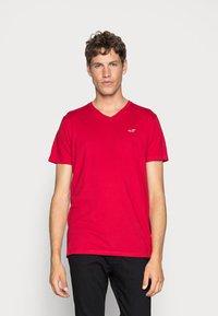 Hollister Co. - 5 PACK  - T-shirt imprimé - white/grey/red/navy texture/black - 3