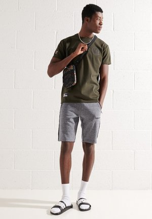 EXPEDITION  - T-shirt med print - surplus goods olive