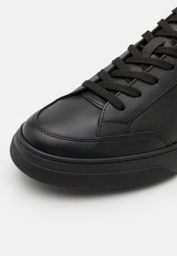 GARMENT PROJECT - OFF COURT - Tenisky - all black - 5
