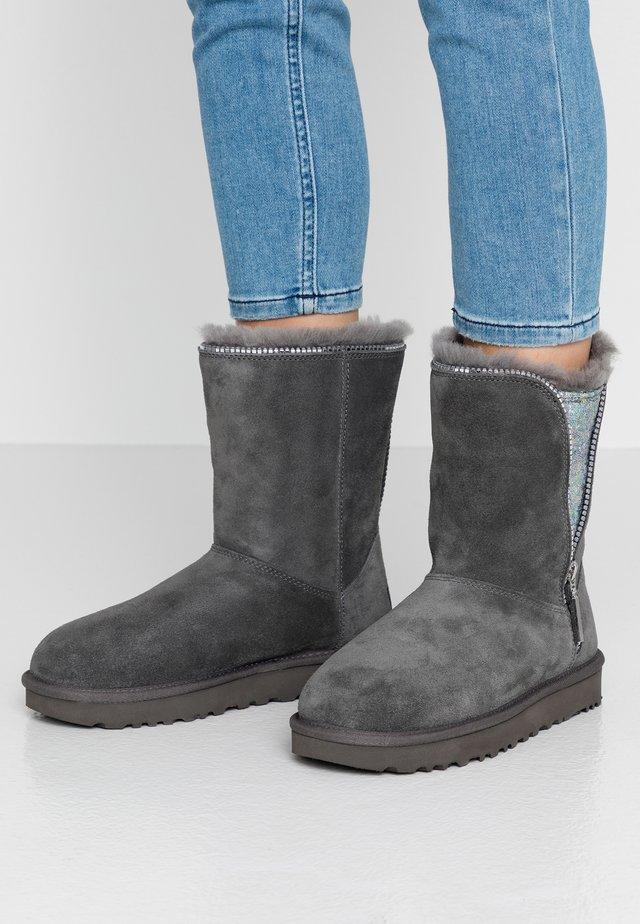 CLASSIC ZIP BOOT - Korte laarzen - charcoal