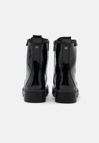 Tamaris - BOOTS - Botki sznurowane - black - 3