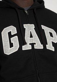 GAP - ARCH - Zip-up sweatshirt - true black - 4