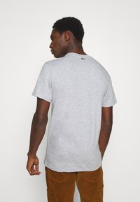 Lacoste - T-shirt con stampa - silver chine - 2