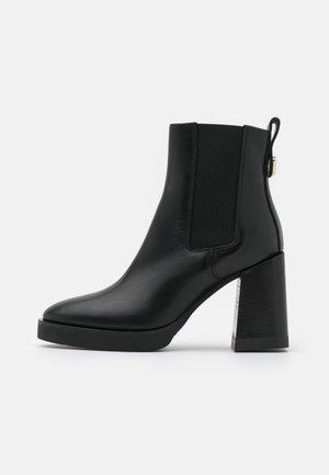 GRETA CHELSEA BOOT - Kotníkové boty na platformě - nero