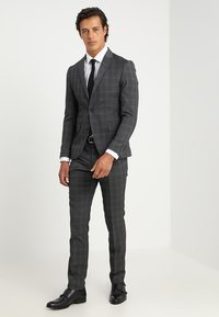 Lindbergh - MENS SUIT SLIM FIT - Completo - grey check - 1