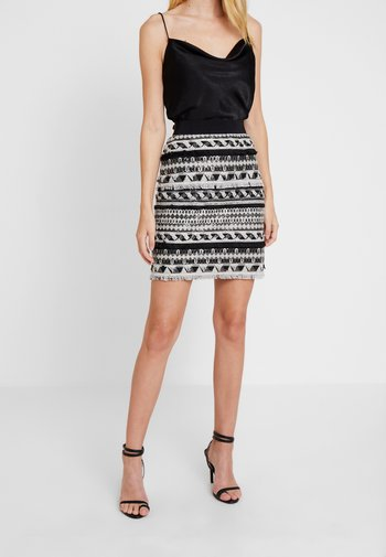STRIPE ETHNIC CLIP PENCIL SKIRT