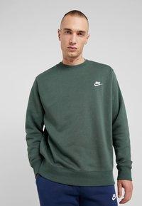 Nike Sportswear - CLUB - Felpa - galactic jade - 0