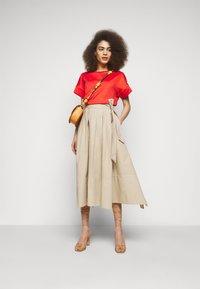 WEEKEND MaxMara - OBLARE - Veckad kjol - ton - 1