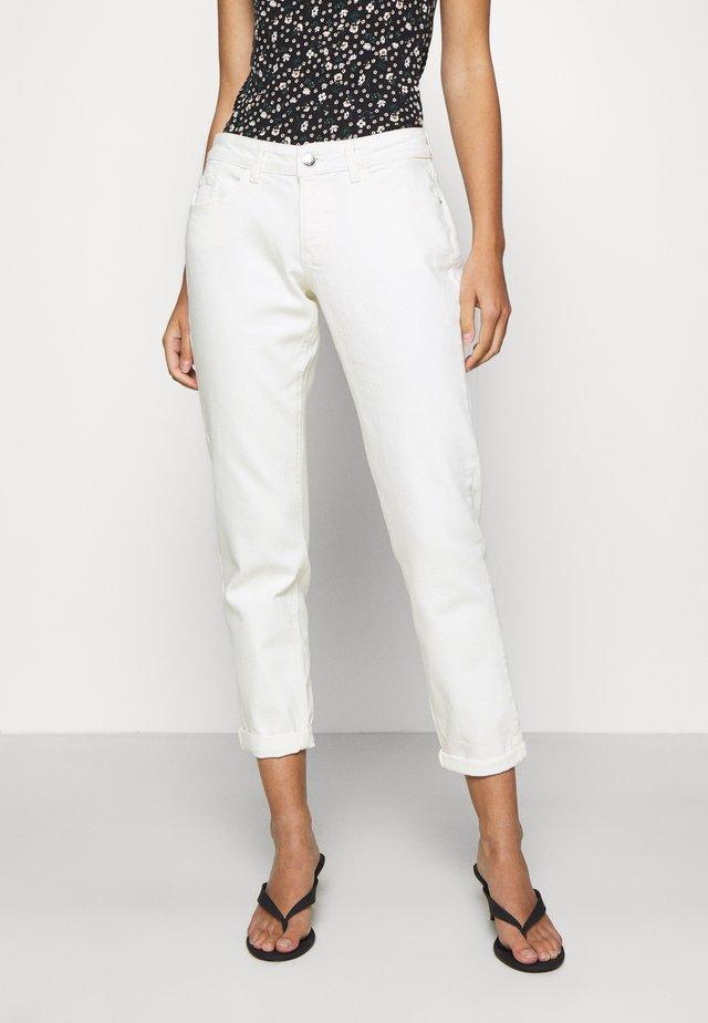 BOYFRIEND JEAN - Slim fit jeans - ecru