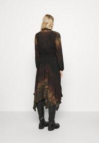Desigual - VEST MILAN - Denní šaty - black - 2