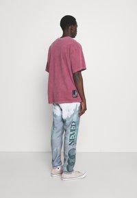 Blood Brother - SLOGAN TIE DYE JOGGERS UNISEX - Pantalon de survêtement - mint - 2