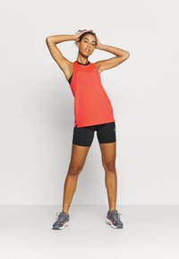 ASICS - RACE SLEEVELESS - Camiseta de deporte - flash coral - 1