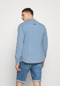 Tommy Jeans - STRETCH SHIRT - Shirt - denim light - 2