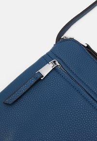 PARFOIS - Skulderveske - blue jeans - 3