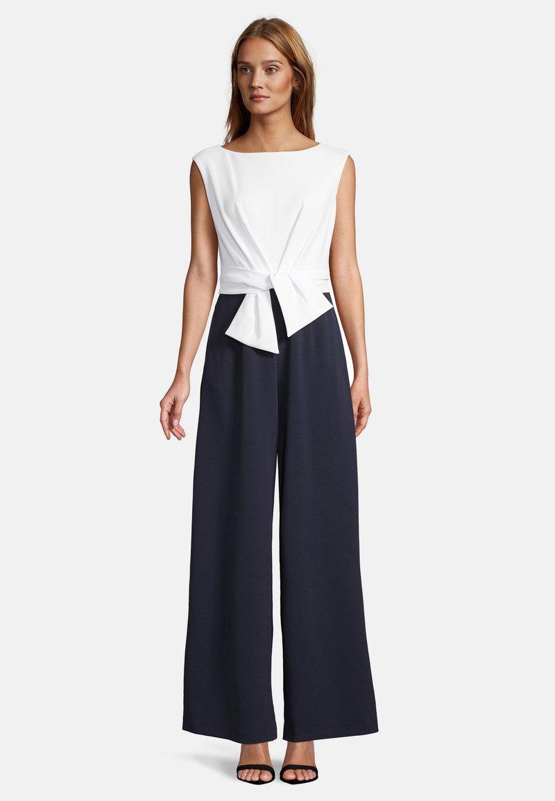 Vera Mont - MIT WEITEM BEIN - Jumpsuit - dark blue/cream