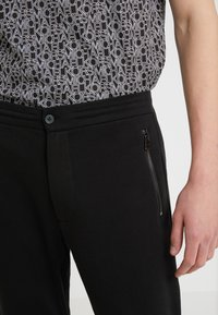 Michael Kors - ZIP JOGGER TRACK PANT - Tracksuit bottoms - black - 3