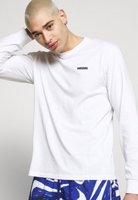 WAWWA - LOGO LONGSLEEVE - Long sleeved top - white - 4