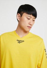 Reebok Classic - TEE - Long sleeved top - toxic yellow - 5