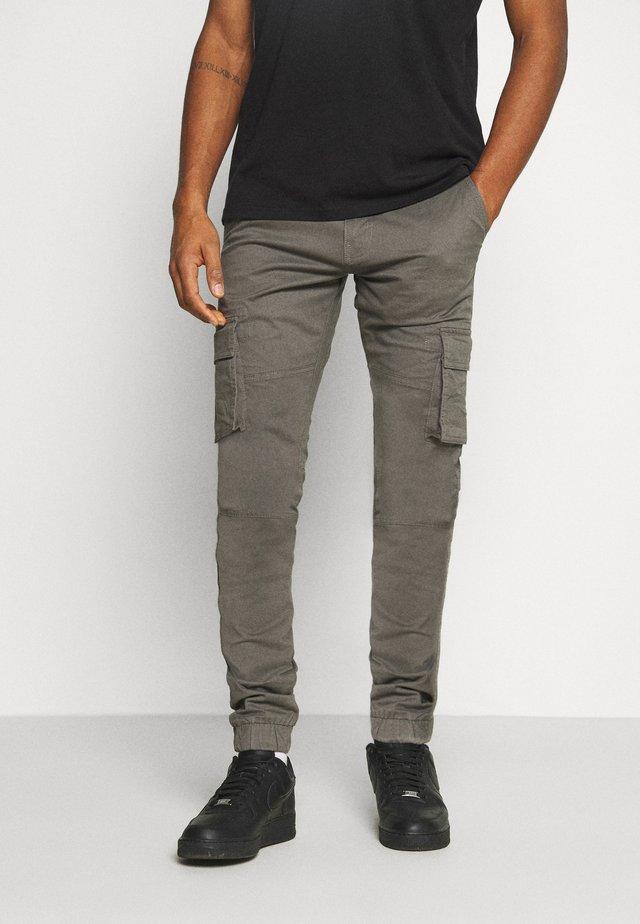 PANT - Pantalones cargo - gunmetal