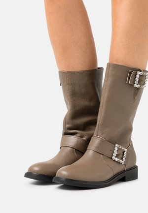 PARTICLES OF LIGHTS - Boots - brown