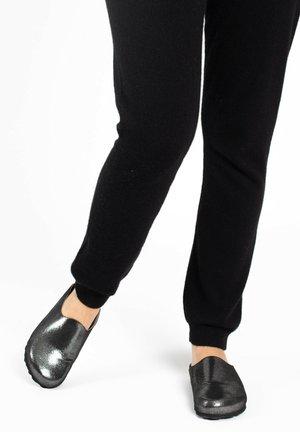 Sandaler - waxed black