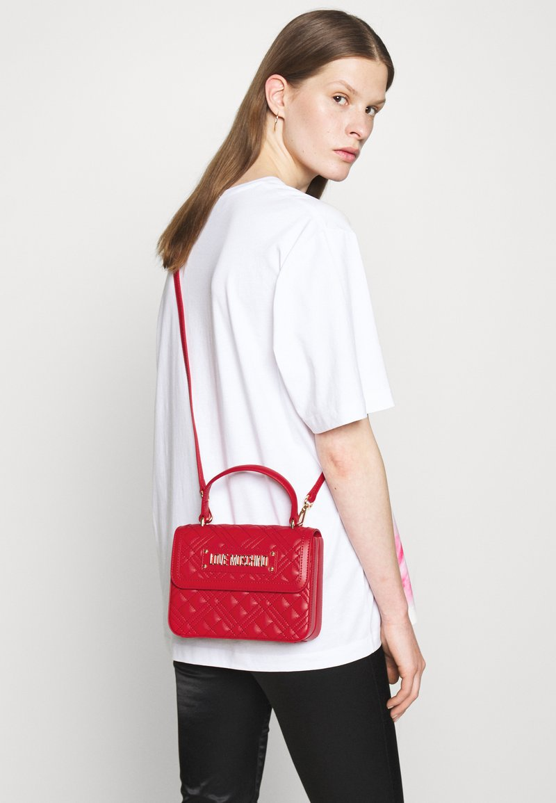Love Moschino - TOP HANDLE QUILTED CROSS BODY - Handbag - rosso