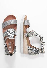 MJUS - Sandály na platformě - khaki - 3