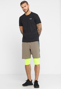 Under Armour - STREAKER SHORTSLEEVE - T-shirt med print - black - 1