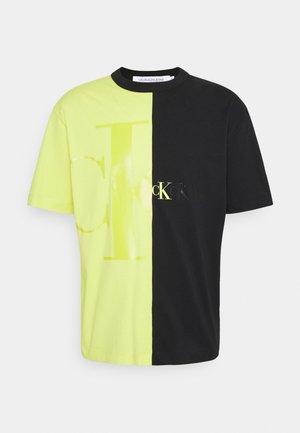 BLOCKING TEE  - T-shirt z nadrukiem - lime zing /black