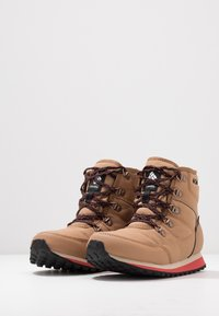 Columbia - WHEATLEIGH SHORTY - Winter boots - daredevil - 2