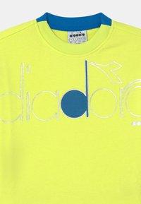 Diadora - CREW LOGO MANIA UNISEX - Sudadera - green sunny lime - 2