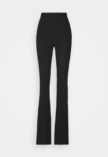 NMPASA FLARED PANTS TALL - Broek - black