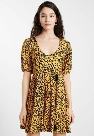 FLOUNCES - Day dress - yellow