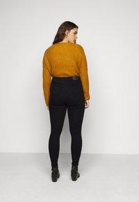 Vero Moda Curve - VMLORA - Jeans Skinny Fit - black - 2