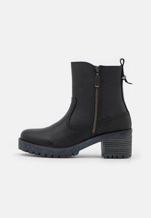 BARBOUR MCKEAND - Kotníkové boty - black