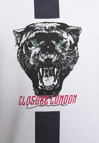 CLOSURE London - STRIPE ANIMAL TEE - Print T-shirt - white - 4
