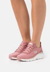 Skechers Sport - FASHION FIT - Sneakers laag - rose - 0