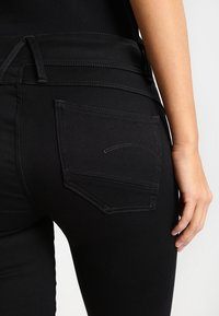 G-Star - LYNN MID SUPER SKINNY  - Jeans Skinny Fit - yield black ultimate stretch denim - 5