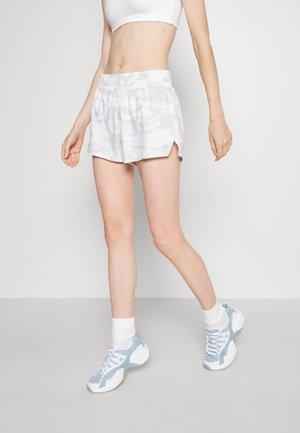 NEW SPRINT SHORT - Sportovní kraťasy - white
