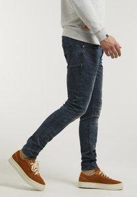 CHASIN' - NEW RAVEN - Slim fit jeans - dark blue - 2