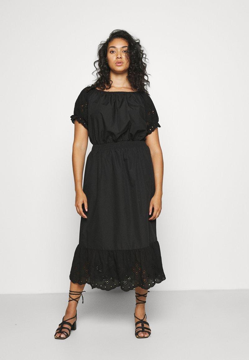 ONLY Carmakoma - CARLUCIA OFFSHOULDER CALF DRESS PLUS - Korte jurk - black