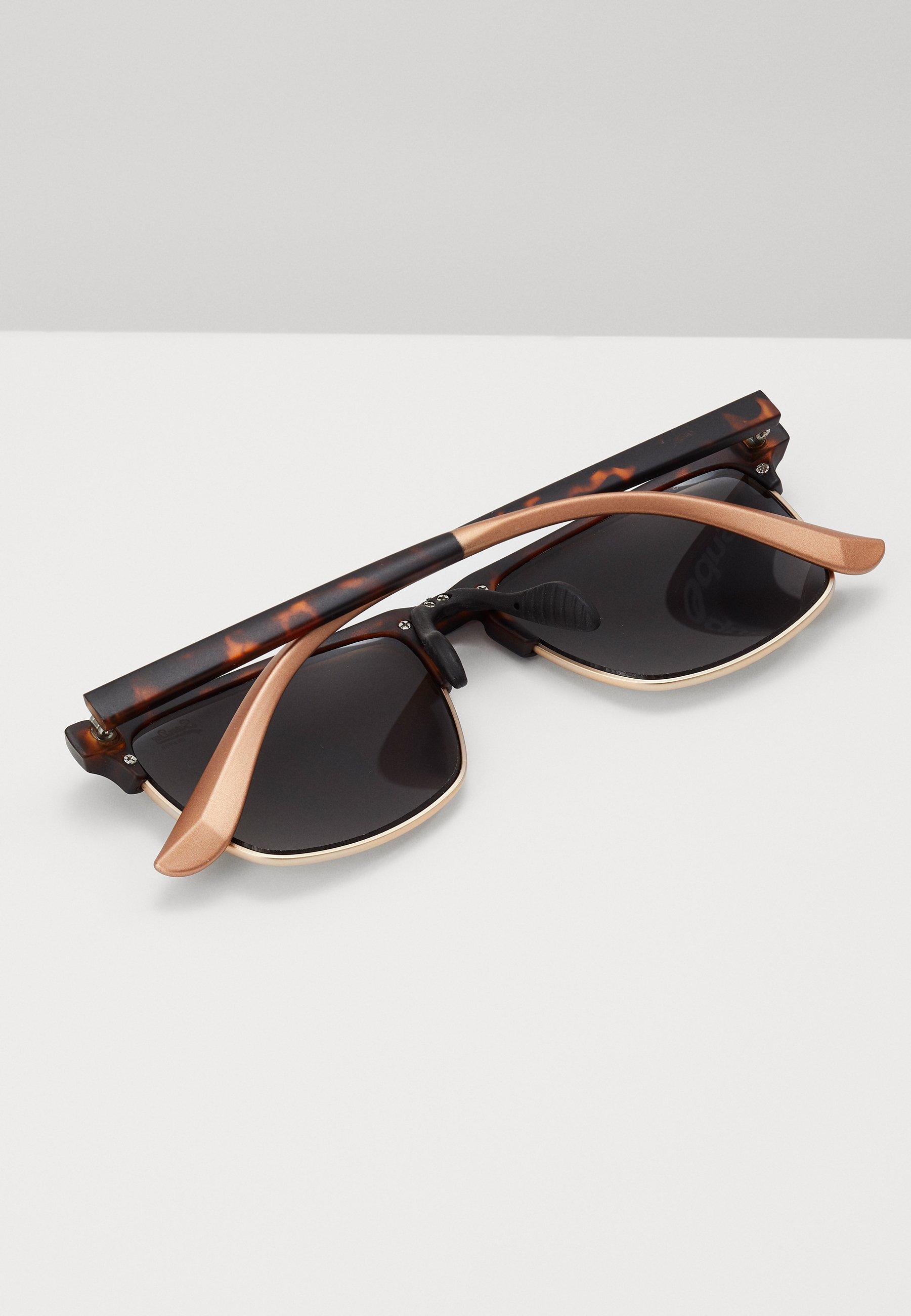 Superdry FIRA - Sonnenbrille - rubberised tort/braun - Herrenaccessoires YKyim