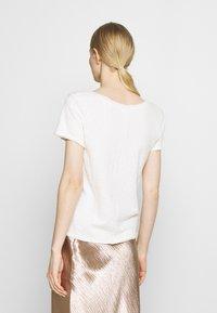 Marc O'Polo DENIM - SHORT SLEEVE V NECK - Basic T-shirt - scandinavian white - 2
