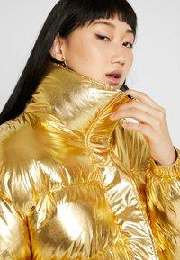 Sixth June - OVERSIZE SHINNY PUFFER JACKET - Winter jacket - gold - 3