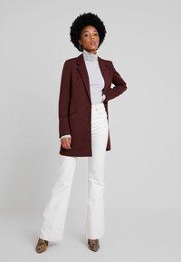 Vero Moda - VMVERODONAJACKIE  - Short coat - madder brown - 1